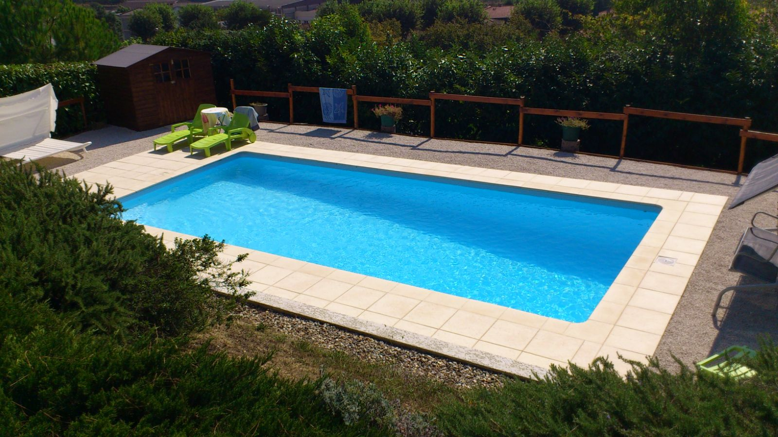 L c piscine construction entretien piscines etanch it des for Piscine hors sol pvc arme