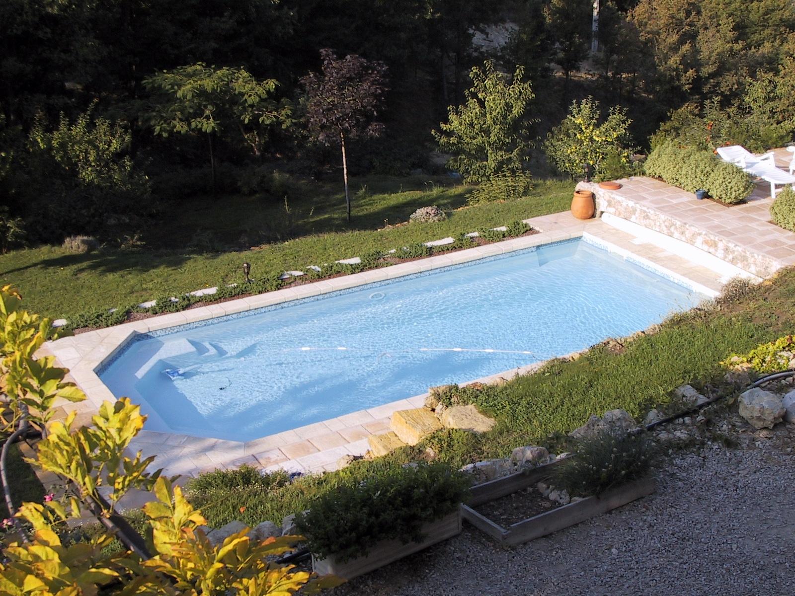 l c piscine construction entretien piscines etanch it des piscines s curit des piscines dans. Black Bedroom Furniture Sets. Home Design Ideas
